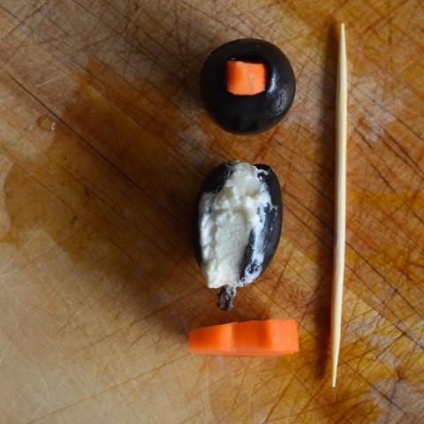 Oliven-Frischkäse-Pinguine_q (Small)